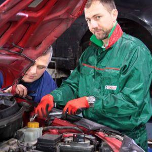 Jerzy Dudek jako mechanik samochodowy.